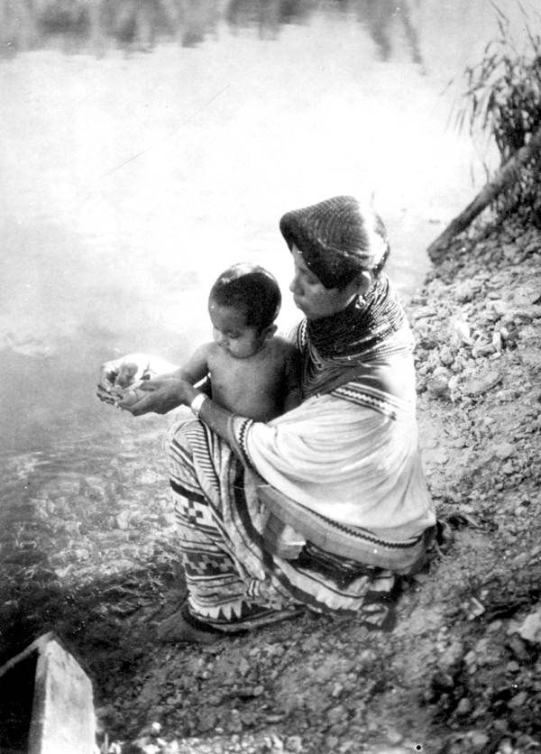 Ruby Tommie with child at Big Cypress Seminole Res1936